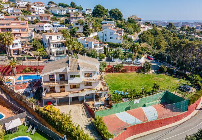 Villa en Santa Susana - OS HomeHolidaysRentals Happy Family-Costa Barcelon