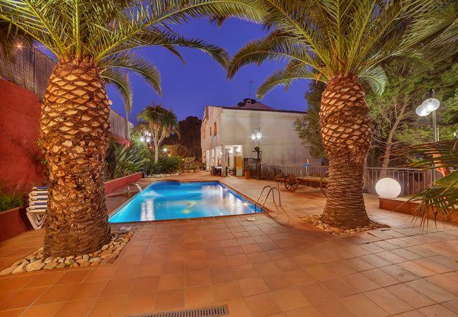 Vil.la en Santa Susana - HomeHolidaysRentals Happy Family-Costa Barcelon